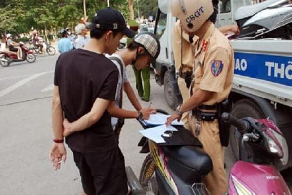 Không có bằng lái xe máy phạt bao nhiêu tiền? Có bị giam xe hay không?